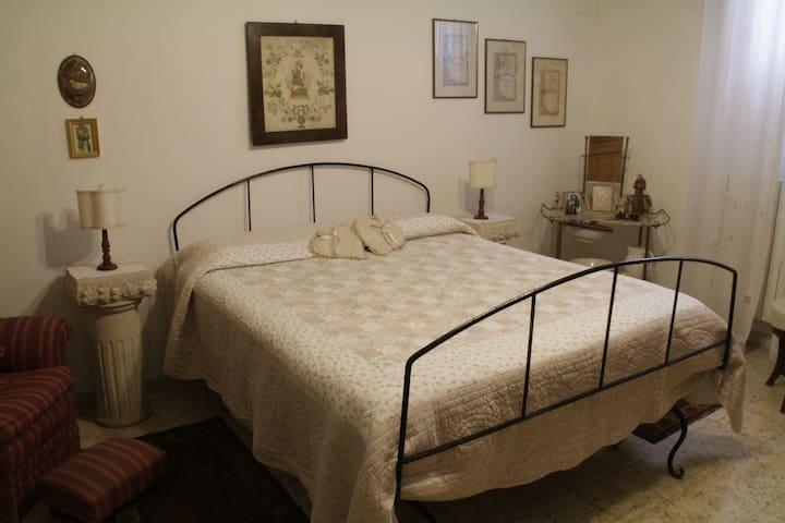 Camera Donna Crescenza - Mola di Bari - Bed & Breakfast