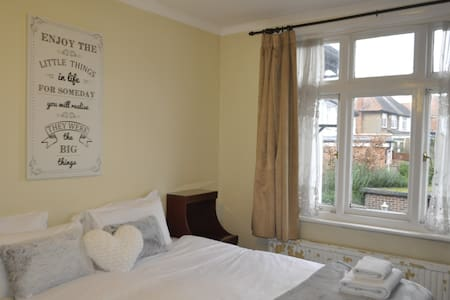 Spacious Double Room Wembley! - Wembley