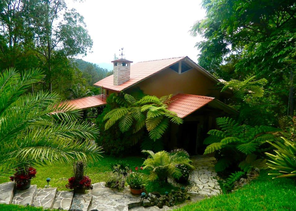 Villa en la monta a villas for rent in jarabacoa la for Villas en jarabacoa