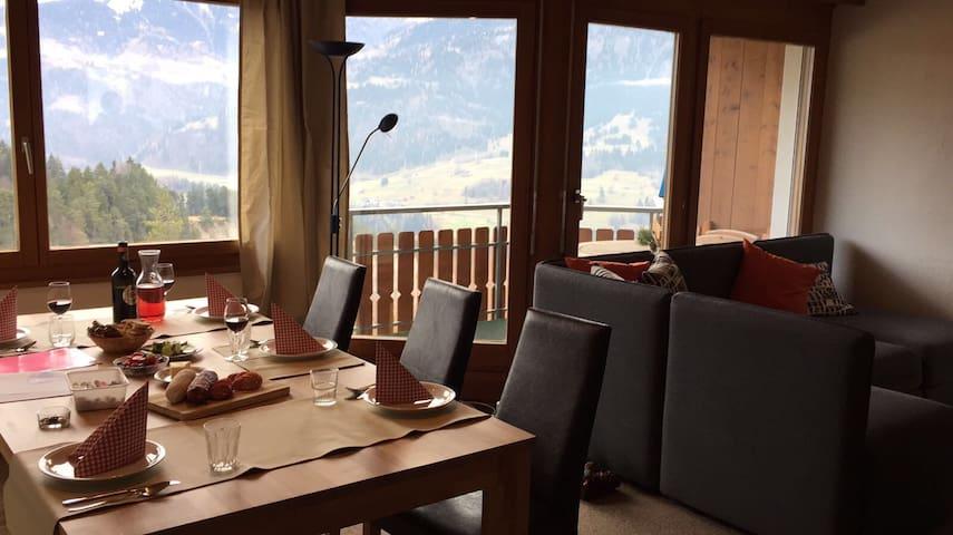 Platz der Liebe- LAAX-Berge, Seen, Ski. Mit Sauna