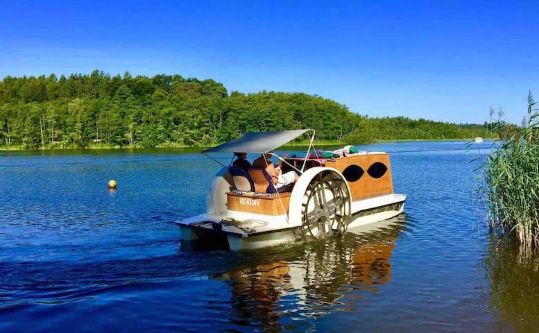 gemütliche FeWo mit Floß und Kanu