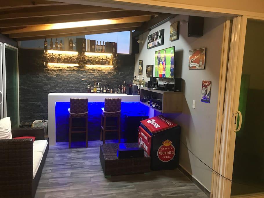 Bar y sala de TV