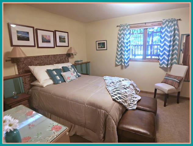 Two Bedrooms, Private Bath and Living Room - Northfield - Talo