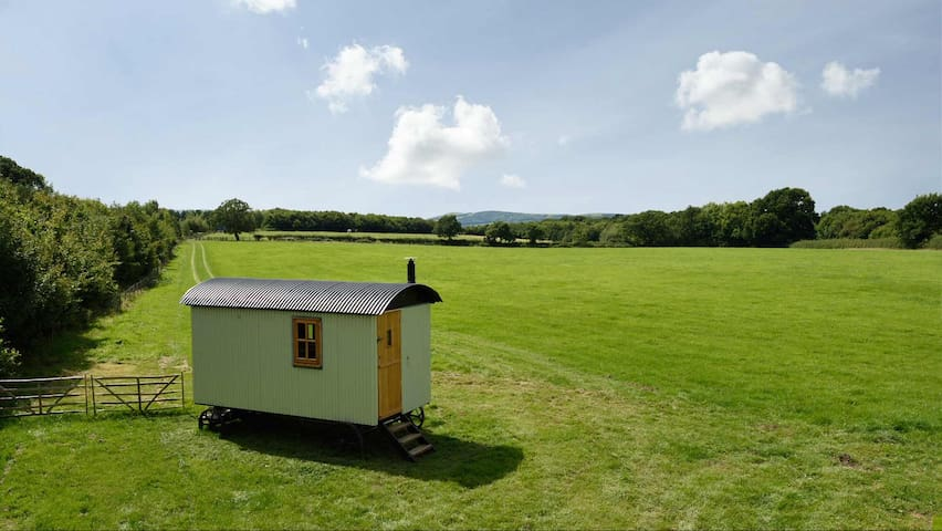 Averys Oak Farm Shepherds Hut