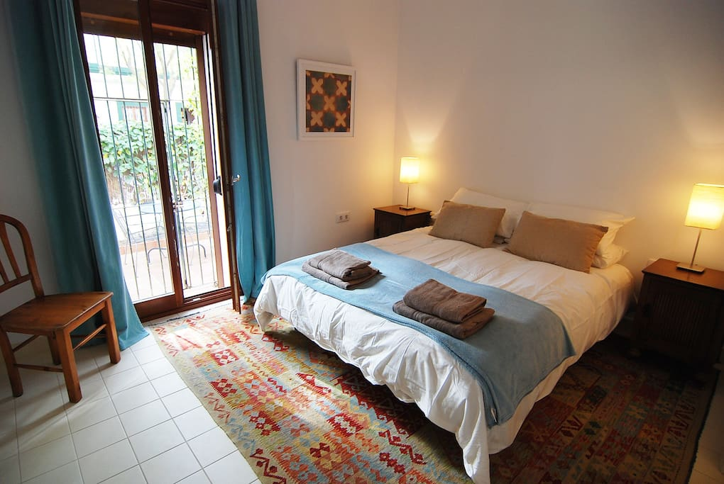 Jerez Town House Holiday Rental - Light and airy Master Bedroom. King size bed and en-suite