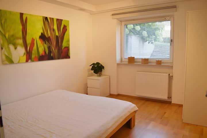 Helle und moderne Wohnung mit Terrasse, Wiesbaden