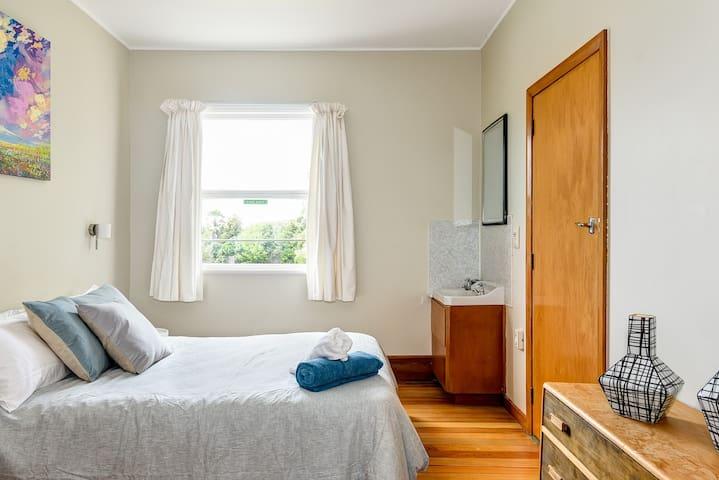 Historic Riwaka Hotel - Weka Room