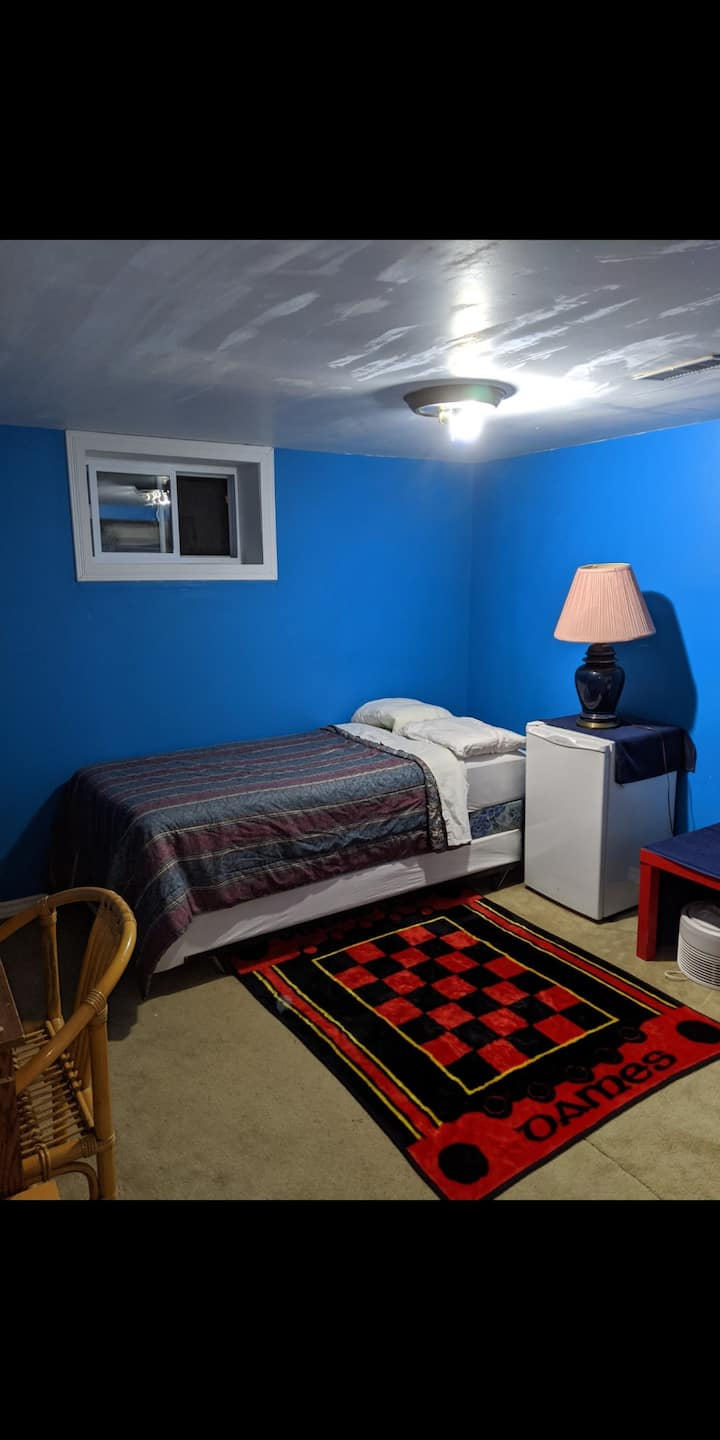 Room in great location, with free parking, WiFi