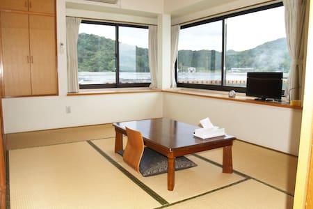 香川と徳島の間、瀬戸内海と安戸池の間、静かで眺めのいい個室