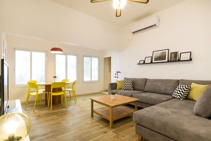 Cozy lightning Flat with Backyard in Masada St.