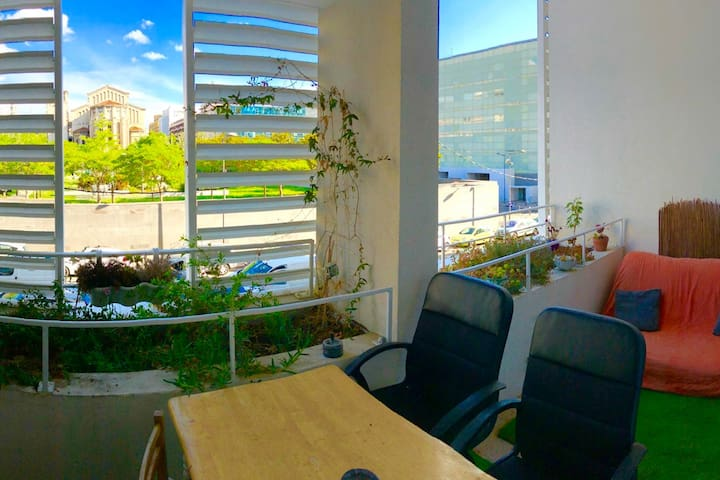 Duplex: 2 terrasses + parking, idéalement situé