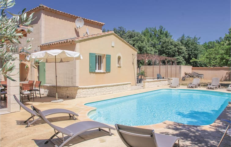 Holiday cottage with 3 bedrooms on 135m² in Saint Didier