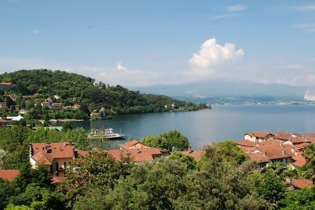 Bilocale vista lago in zona centro - Laveno-Mombello