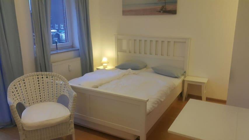 Ein gemütliches Doppelbett für 2 Personen