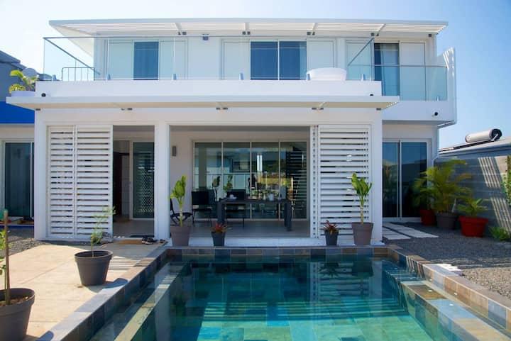 Maison TONGA.   piscine/jacuzzi.