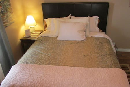 World's Greatest NEW Bed & Parking, Downtown 15 - Hanahan - Rumah