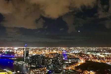 CBD Skyhigh 2BR Apt with Superb view&Free Carpark