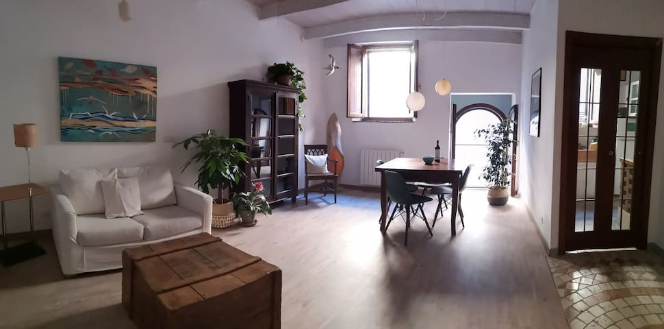Divano Moderno A Semicerchio.Airbnb Belforte Vacation Rentals Places To Stay Tuscany
