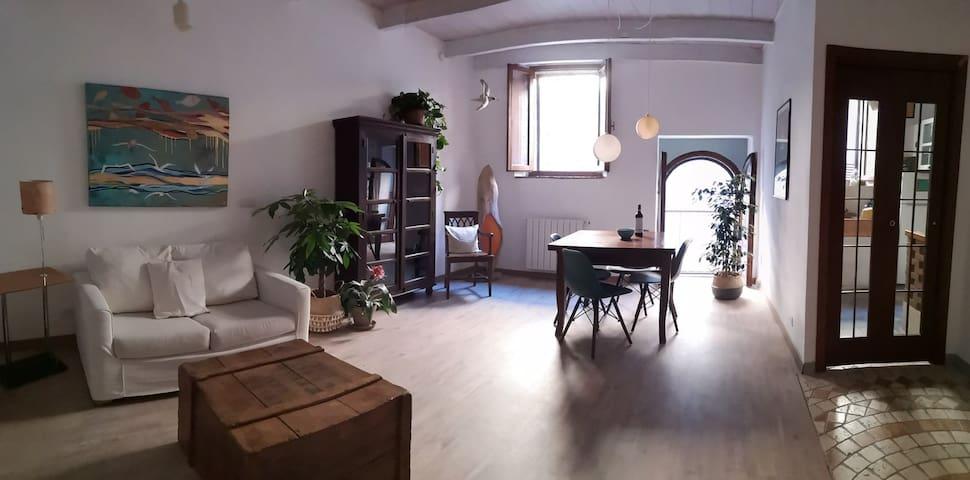 Casa Atelier Ammos, nel cuore del borgo.