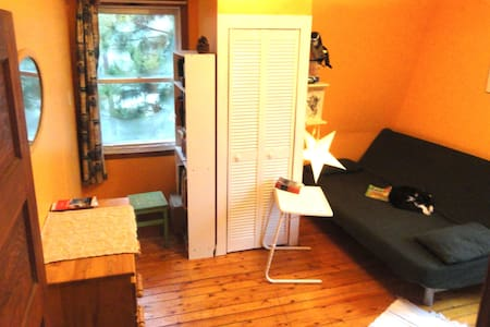 Charming garden facing room  - Pointe-Claire - Ház