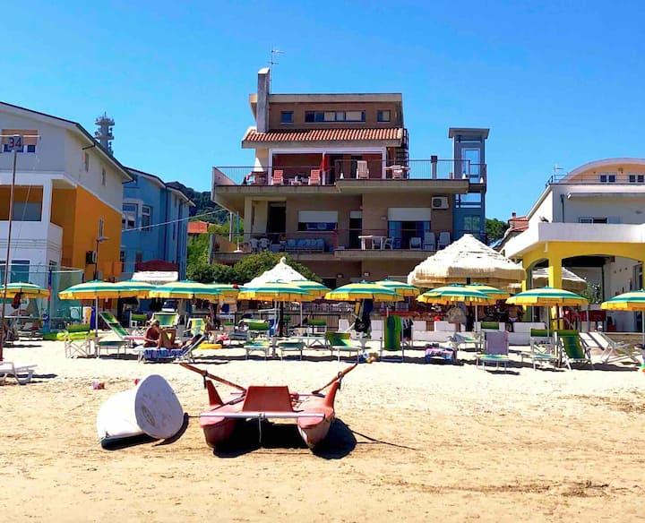 Villa sulla spiaggia in Abruzzo con accesso a Mare