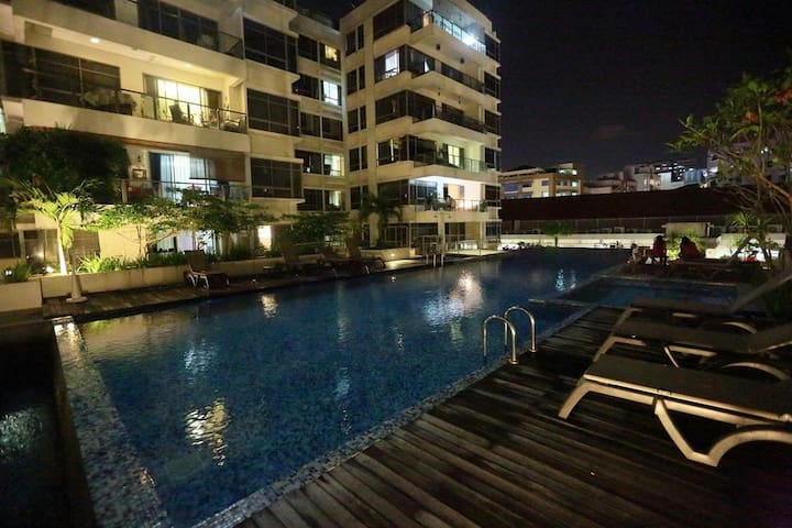 Common room in Condo, 20 min to center by bus/MRT