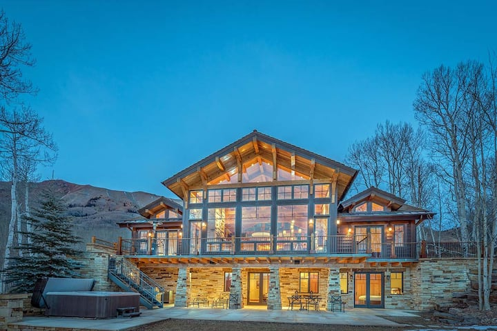 GRAND VISTA - Luxury Residence in Aldasoro Neighborhood, Expansive Views & Private Hot Tub