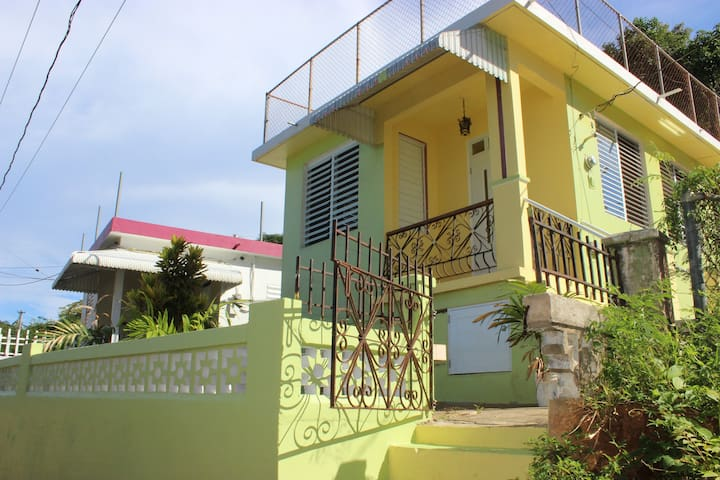 Villa Tamarindo with Ocean View - Aguadilla - Rumah