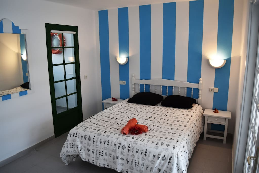 main bedroom with bed 160x190cm