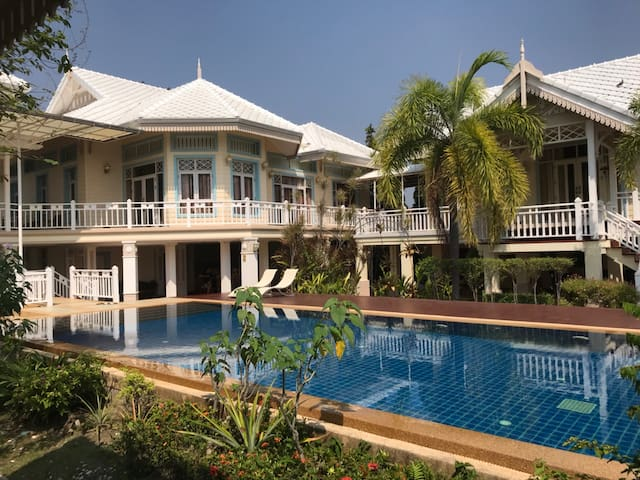Holiday House, Beach and Pool