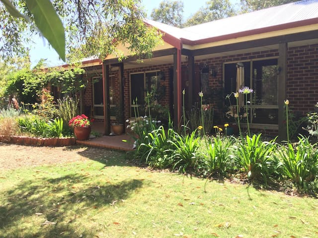 Bush Retreat house in Leschenault Australind - Australind