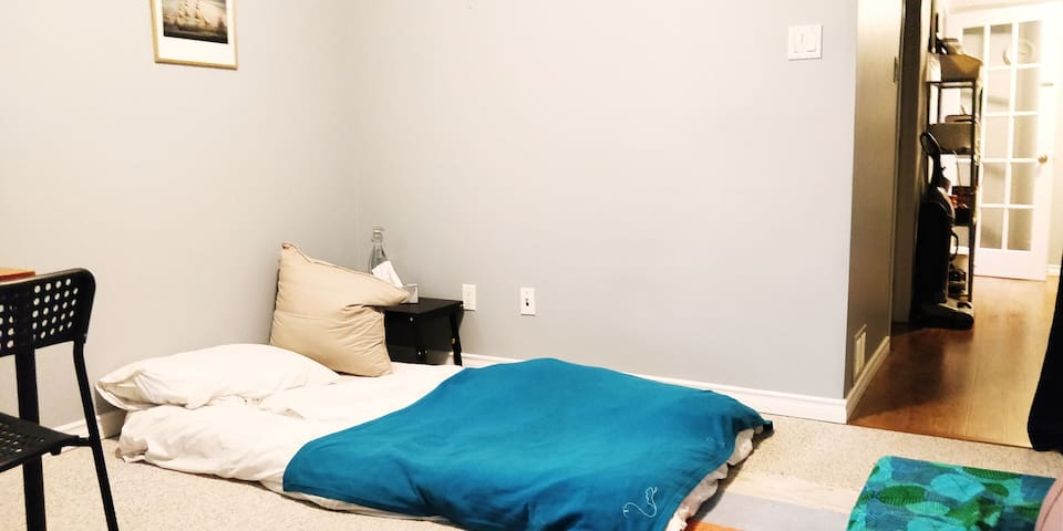 Comfortable and Cozy Bed Space for 1