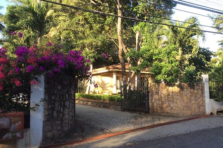 Cozy Guesthouse 5 mins To Beach - Playa Hermosa