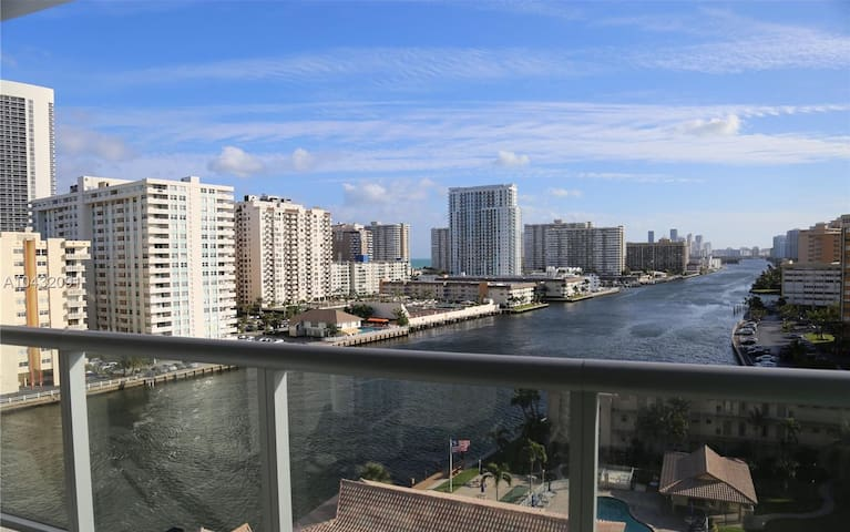 MIAMI / Hallandale Beach Luxury unit in a Resort !