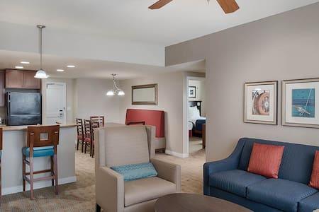National Harbor 3 Bedroom Condo with Balcony - Condominio