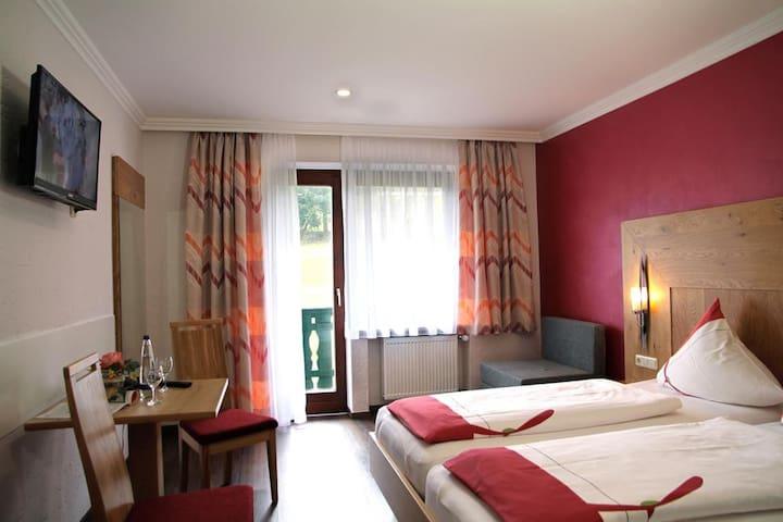Gasthof-Hotel Dilger (Rattenberg), Doppelzimmer Premium - mit kostenfreiem WLAN und für Allergiker geeignet