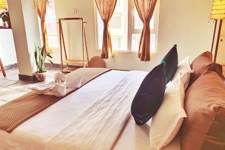 温馨家庭房——一大床一小床 NICE FAMILY ROOM_ONE DOUBLED BED AND ONE SINGLE BED