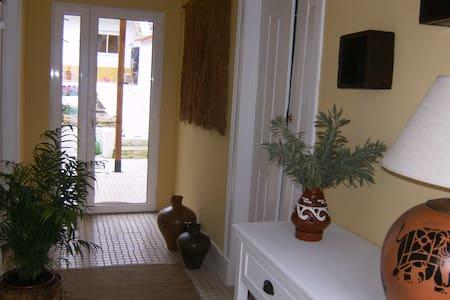 Quarto com w.c privado na Casa da Roseira - Famalicão - บ้าน