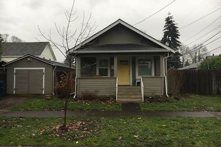 Built in 1900 with modern amenities - Springfield - Haus