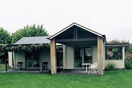 Gorgeous cottage in park like grounds - Havelock North - Rumah
