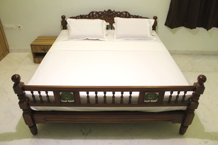 Deluxe King Size Bed