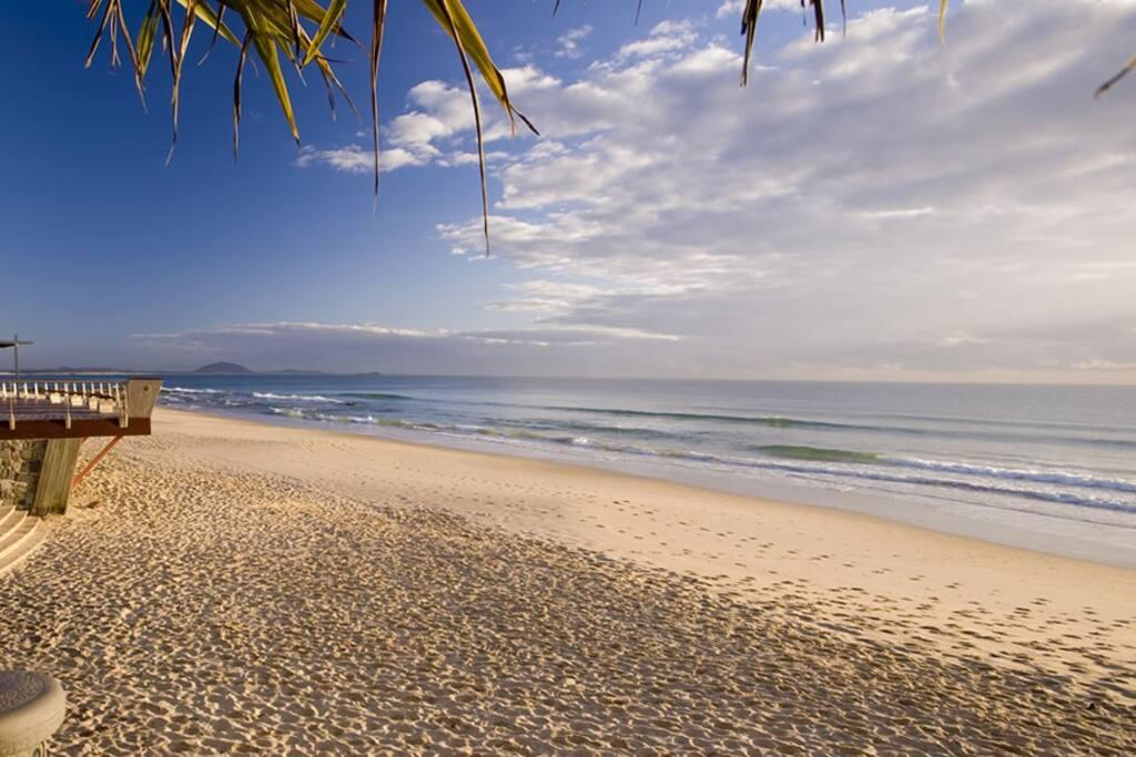 Beautiful Mooloolaba Beach, 100 steps from apartment