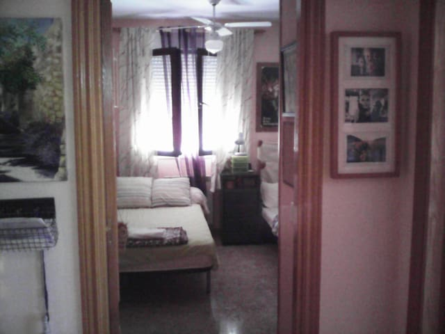 Bed and Breakfast. Tonw near airport