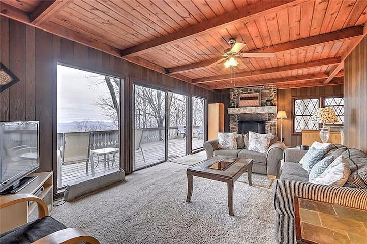 Cozy 3br/2ba Chalet w/ Gorgeous Mountainside Views