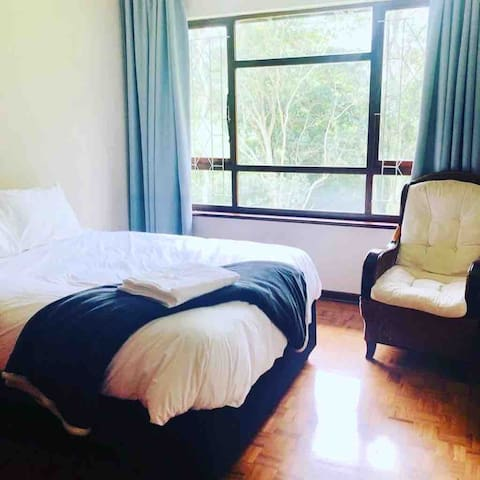 1 bedroom with a comfortable double bed
