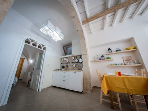 In the heart of Ortigia. Exclusive historical flat