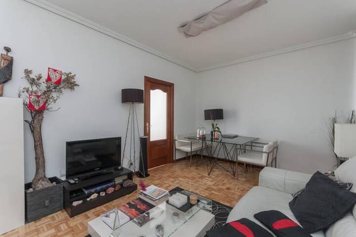 Acogedora habitación al lado Retiro - Madrid - House
