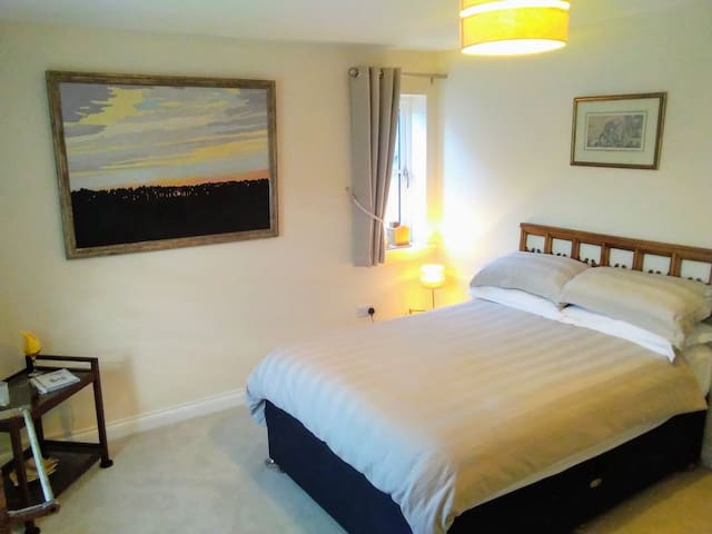 Large Bedroom in Wimborne Minster Town & Breakfast