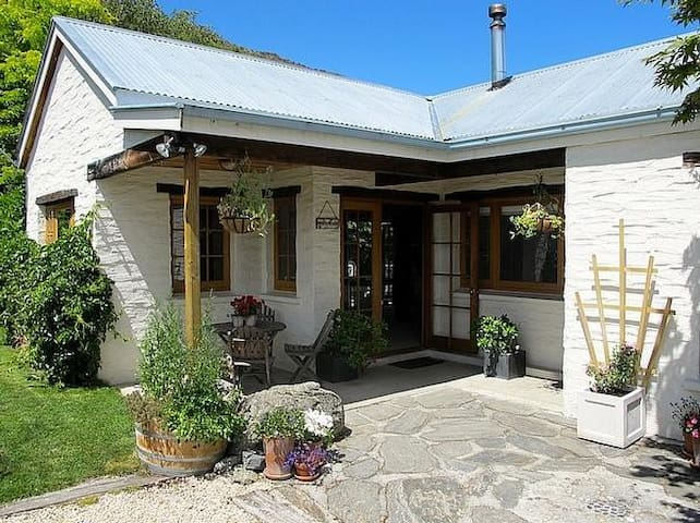 Arrow River Cottage - Arrowtown Holiday Home - Arrowtown - Rumah