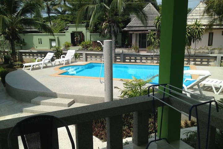 Thiptara house G-6 with kitchen and shared pool - Ko Samui - House
